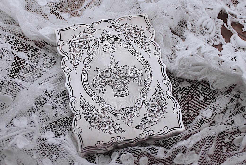 Sold : ビクトリアンシルバーカードケース01ー花かご 1851年
